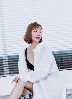 Yiyi - escort in Shanghai Photo 5 of 7