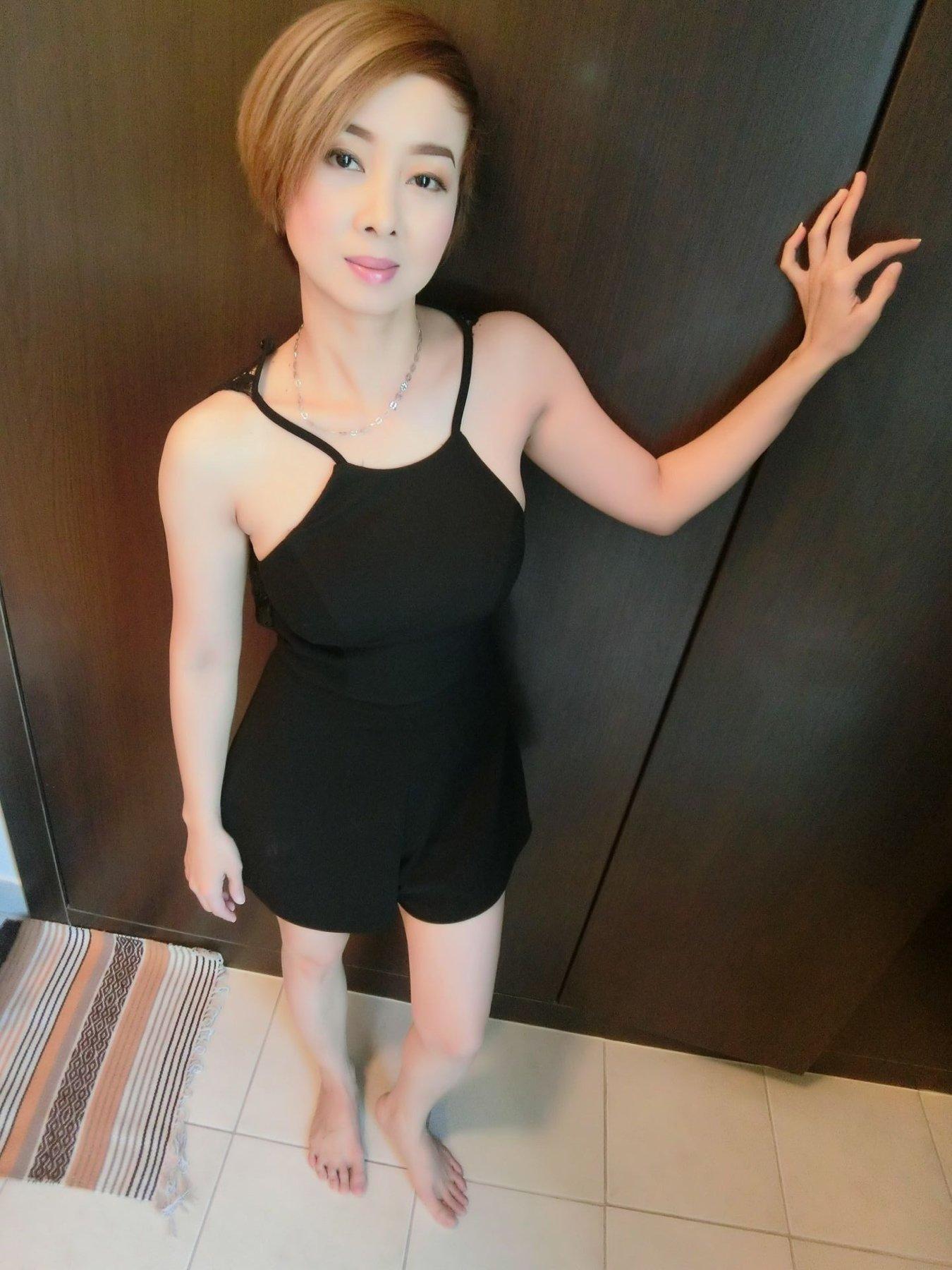 Skinny girl blowjobs