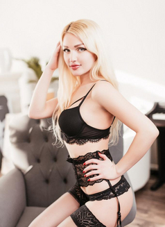 Younger Girl Mary - escort in İstanbul Photo 3 of 7
